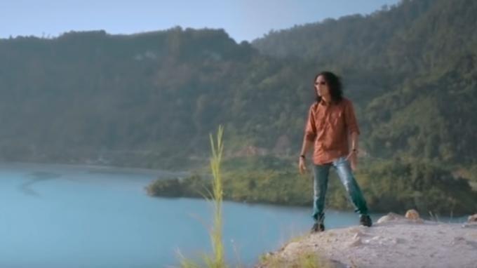 Lirik Chord Gitar dan Link Download MP3 Lagu Berbeza Kasta - Thomas Arya